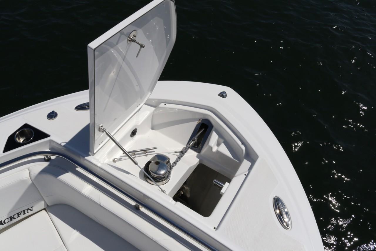http://eisenhoweryachtclub.com/wp-content/uploads/242-windlass-anchor.jpg