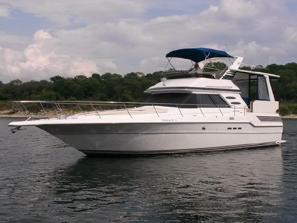 44′ Sea Ray 440 Freshwater Aft Cabin