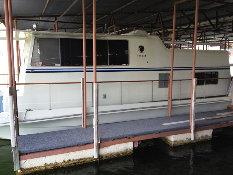 1970 34 Trojan Houseboat