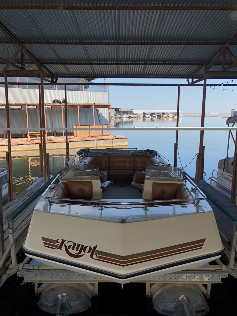 1981 Kayot 20 Deck boat
