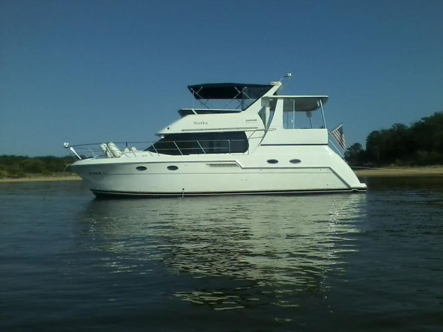 2001 Carver 406 Aft Motor Yacht