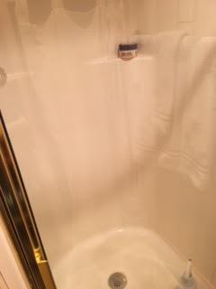 http://eisenhoweryachtclub.com/wp-content/uploads/shower.jpg